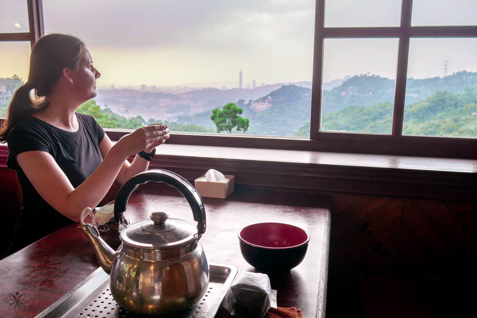 best places to travel alone tea plantations maokong taipei taiwan